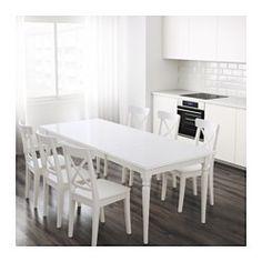IKEA - INGATORP, Ausziehtisch, Mit einer Verlängerungsplatte.Ausziehbarer Esstisch mit 1 Zusatzplatte; bietet Platz für 4-6 Personen. Größe des Tisches je nach Bedarf anpassbar.Da der Tisch mitsamt den Beinen ausgezogen wird, hat man mehr Platz für Stühle und mehr Bewegungsfreiheit am Tisch.Der ausgezogene Tisch hat keine Kanten, an denen Kinder sich stoßen könnten.Keine Fugen in der Platte, wenn der Tisch nicht ausgezogen ist, da die Platte am Tischende eingelegt wird.Die klar lackierte…