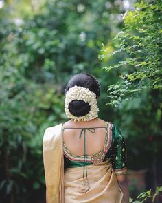 The Beautiful Jasmine With a Jazz💖How serene is this shot? for Photography Hire Your Favourite… Indian Bun Hairstyles, South Indian Wedding Hairstyles, Best Wedding Hairstyles, Bride Hairstyles, Bengali Bridal Makeup, Indian Bridal Fashion, Long Indian Hair, Bridal Hair Buns, Beautiful Buns
