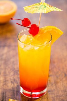 Tequila Sunrise - The classic cocktail that never goes out of style! Everything tastes better topped with an umbrella! Cocktail Tequila Sunrise, Tequila Mixed Drinks, Non Alcoholic Drinks, Fun Drinks, Tequilla Sunrise, Bourbon Drinks, Tequila Sunset Recipe, Margarita Tequila, Cocktail Recipes