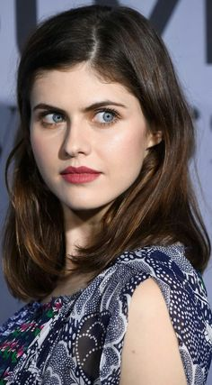 Actress Alexandra Daddario Biography in detail information with Images, age film etc. She is an American Actress who is familiar to all Alexandra Daddario, Belle Silhouette, Matthew Daddario, Sleek Ponytail, Hollywood, Smooth Hair, Everyday Hairstyles, Curled Hairstyles, Her Hair