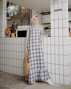 Style Hijab Overall - MainMata Studio Muslim Women Fashion, Modern Hijab Fashion, Street Hijab Fashion, Hijab Fashion Inspiration, Islamic Fashion, Abaya Fashion, Casual Hijab Outfit, Hijab Chic, Moslem Fashion