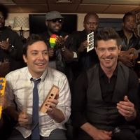 Robin Thicke Sings 'Blurred Lines' With TOYS [WATCH]