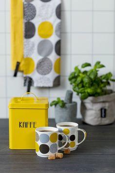 Krus Small Dots #Kremmerhuset #Interior #Inspiration Hygge, Tableware, Retro, Mustard, Velvet, Dinnerware, Tablewares, Retro Illustration, Mustard Plant