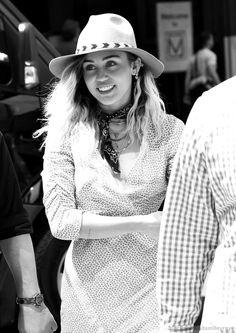 Miley Cyrus New Song Music Malibu Audio Billboard Hannah Montana Performance