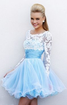 Image issue du site Web http://www.shangyu2500.com/images/new/Blue%20High%20Neck%20Lace%20Top%20Ruched%20Waistband%20Prom%20Dress.jpg