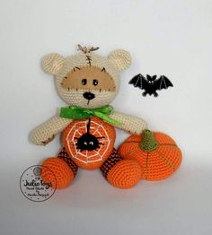 Halloween bear. He's so cute! :-)