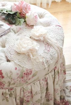 Jennelise: Wishing For Spring Vintage Shabby Chic, Style Shabby Chic, Romantic Shabby Chic, Shaby Chic, Romantic Homes, Romantic Cottage, Shabby Chic Decor, Shabby Chic Furniture, Romantic Bedrooms