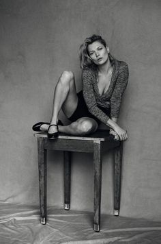 Publication: Vogue Italia January 2015 Model: Kate Moss Photographer: Peter Lindbergh Fashion Editor: Clare Richardson Hair: Odile Gilbert Make-up: Stéphane Marais Peter Lindbergh, Kate Moss Stil, Black White Photos, Black And White, Style Androgyne, Viviane Sassen, Magazine Vogue, Fashion Bible, Miss Moss