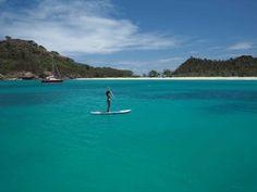 Paddle sur l'eau turquoise du mouillage de Deep Bay, à l'ouest d'Antigua.