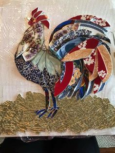 This is an awesome mosaic! Imagine it as a quilt! Mosaic Tile Art, Mosaic Diy, Mosaic Garden, Mosaic Glass, Mosaic Bottles, Mosaics, Tile Crafts, Mosaic Crafts, Mosaic Projects