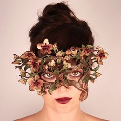 How amazing would this floral mask be for a faerie wedding!