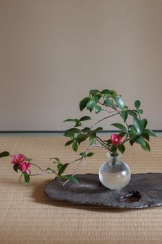 panorama - artist index & web magazine Ikebana Flower Arrangement, Vase Arrangements, Flower Vases, Flower Art, All Flowers, Beautiful Flowers, Wedding Flowers, Bonsai, Ikebana Sogetsu