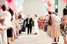 Going Out With A Bang: The Perfect Wedding Send Off. Balloon release on count of three Wedding Ideas Board, Wedding Ceremony Ideas, Wedding Trends, Wedding Blog, Wedding Photos, Wedding Planning, Dream Wedding, Wedding Inspiration, Wedding Advice