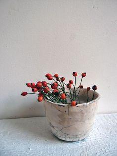 Love this ceramic vase by Cécile Daladier  www.ceciledaladier.com