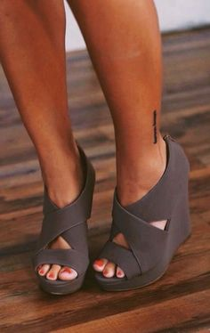 I love these wedges. The color and the way they come around the foot. Too cute.