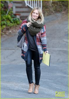 Hilary Duff: Family Dinner After Recording Session!: Photo Hilary Duff and her husband Mike Comrie let out a laugh while leaving E Baldi restaurant on Tuesday evening (December in Beverly Hills, Calif. Urban Chic, Fall Winter Outfits, Autumn Winter Fashion, Streetwear, Hilary Duff Style, Casual Outfits, Fashion Outfits, Fashion Trends, The Duff