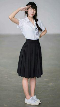 Waist Skirt, Midi Skirt, High Waisted Skirt, Accordian Skirt, New Outfits, Black And White, School, Pretty, Skirts