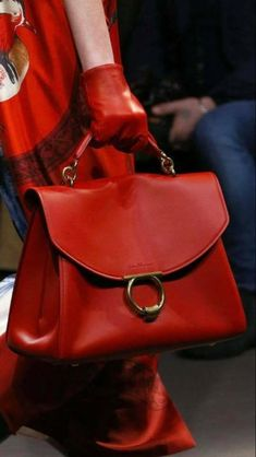 90 Gorgeous Summer Bags Designs You Need To Try Source by lovely_outfits Bags designer Chanel Handbags, Luxury Handbags, Fashion Handbags, Purses And Handbags, Fashion Bags, Designer Handbags, Valentino Handbags, Ladies Handbags, Red Purses