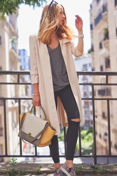 Trenchcoat : & other stories | Tee : &otherstories | Jeans : Topshop…