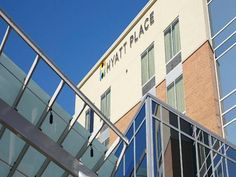 Hyatt Place Fort Worth/Hurst Hurst (Texas) This hotel features a local shuttle service within a 5 mile radius and an airport transfer service from Dallas/Fort Worth International Airport, which is 15 minutes' drive away. Free WiFi access is available.