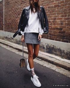 Find and save ideas about Street Style Inspiration on Women Outfits. Fashion Mode, Modest Fashion, Look Fashion, Street Fashion, Womens Fashion, Fashion Trends, Fashion Fall, 70s Fashion, Fashion 2018