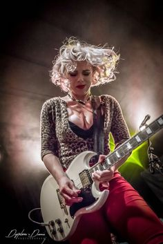Blues Guitarist and Singer Female Guitarist, Female Singers, Women Of Rock, Guitar Girl, Women In Music, Blues Artists, Music Photo, Rock Chic, Hollywood