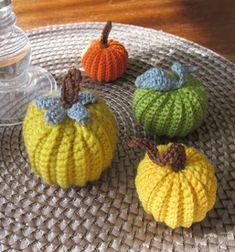 Little crochet pumpkins (free crochet pattern) Crochet Fruit, Bag Crochet, Love Crochet, Crochet Flowers, Crochet Pumpkin Pattern, Quick Crochet Patterns, Easy Crafts, Diy And Crafts, Rabbit Crafts