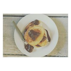 """""""Had to #whatsonmyplate  Try this amazing vegan pancake recipe topped with chocolate hazelnut spread : 1 cup flour 