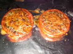 Broiled Tomatoes with Parmesan are not only delicious but are easy to prepare with ingredients that we usually have on hand. Side Recipes, Veggie Recipes, Great Recipes, Cooking Recipes, Favorite Recipes, Potluck Side Dishes, Summer Side Dishes, Fast Healthy Meals, Fast Meals