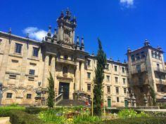 Con este día da gusto recorrer las plazas de Santiago de Compostela.  #Galicia #GaliciaMola #SantiagodeCompostela by galicia_mola