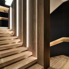 Creativo #diseño de #escalera a base de madera con un gran trabajo de iluminación incorporada Ve mas #ideas para #remodelar en: arquitecturacreativa.blogspot.com Siguenos también...