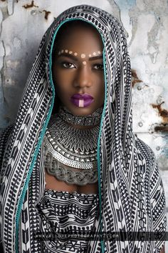 History of Black Self-Hatred in the styling of Black Hair during & after Slavery in the Black African American History video documentary: The Inferiority Seed African Tribal Makeup, African Beauty, African Women, African Girl, African Style, Tribal Fashion, African Fashion, Ankara Fashion, Cara Tribal