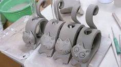 Good Absolutely Free Ceramics projects for beginners Tips Katzen Katzen The post Katzen appeared first on Salzteig Rezepte. Pottery Animals, Ceramic Animals, Clay Animals, Clay Art Projects, Ceramics Projects, Clay Crafts, Hand Built Pottery, Slab Pottery, Ceramic Pottery