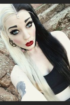 4 Cool Two Toned Hair Color Ideas - Glam Bistro Punk Girls, Gothic Girls, Gothic Art, Gothic Lolita, Gothic Makeup, Lolita Makeup, Gothic Hairstyles, Cute Hairstyles, Goth Beauty