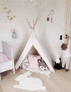 Tipi for the play area of a nursery Baby Bedroom, Nursery Room, Girls Bedroom, Nursery Decor, Diy Tipi, Ideas Habitaciones, Room Deco, Deco Kids, Little Girl Rooms