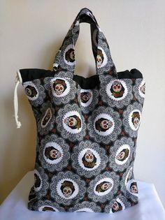 @veronicasoraida nos envía esta preciosidad de bolsa con nuestra loneta Creepy Frida. Nos encanta!!! 😍 Diy And Crafts, Fashion, Bags, Photos, Moda, Fashion Styles, Fashion Illustrations, Fashion Models