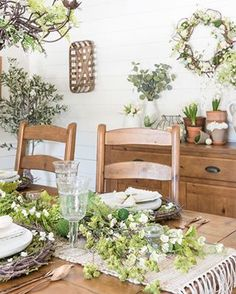 Create a cozy gathering space in your home with a built-in bench for your farmhouse breakfast nook. Ikea Farmhouse Sink, Farmhouse Chic, Living Room Floor Plans, Living Room Flooring, Colores Benjamin Moore, Easy Crown Molding, Diy Crown, New England Farmhouse, Paint Cabinets White