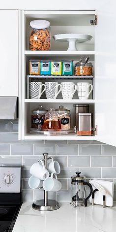 ¿Cómo ordenar y organizar la cocina?   Gourmet Kitchen Drawer Organization, Home Organization Hacks, Kitchen Storage, Bedroom Organization, Organizing Tips, Small Kitchen Appliances, Kitchen Cupboards, Cute Kitchen, Kitchen Decor