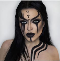 Looking for for inspiration for your Halloween make-up? Browse around this website for cool Halloween makeup looks. Cool Halloween Makeup, Scary Makeup, Halloween Looks, Easy Halloween, Ghost Makeup, Devil Makeup, Witch Makeup, Black Hair Halloween Costumes, Halloween Makeup Last Minute