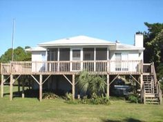 Edisto Realty - Tinnin East - Beach Front Home on the St Helena Sound - Edisto Island, SC