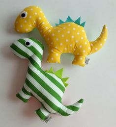 Small Sewing Projects, Sewing For Kids, Diy For Kids, Sewing Stuffed Animals, Stuffed Animal Patterns, Sewing Toys, Sewing Crafts, Handmade Soft Toys, Fabric Toys