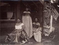 Maori face and body tattoos called Moko describe families and background without words Maori Face Tattoo, Face Tattoos, Maori Tattoos, Polynesian People, Polynesian Art, Nz History, Maori People, Maori Tattoo Designs, Maori Art