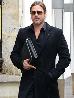 The oh-so-handsome Brad Pitt paired these square aviators with his all-black get-up! We love it when he pulls his hair into a ponytail ;)