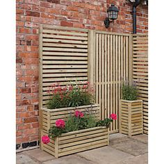 The Rowlinson Garden creation Tier planter is an attractive planter which can also be used as two separate planters, giving you the option to move it around your garden to make different features.