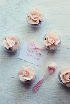 ... mini rose cupcakes ...
