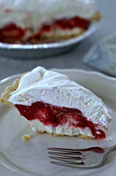 Slice of strawberry pie with a layer of cream cheese and topped with Cool Whip. … Slice of strawberry pie with a layer of cream cheese and topped with Cool Whip. Brownie Desserts, Köstliche Desserts, Delicious Desserts, Yummy Food, Alcoholic Desserts, Plated Desserts, Healthy Food, Strawberry Cream Pies, Strawberry Desserts