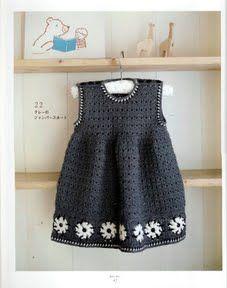 Foto: Conjunto vestido y saquito a crochet con bordado para niña