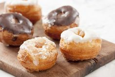 """750g vous propose la recette """"Cronuts classiques"""" notée 4.2/5 par 97 votants."""