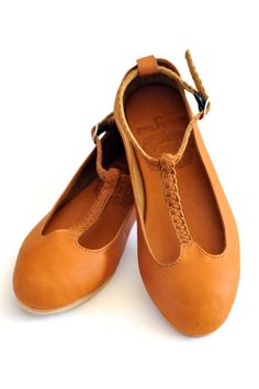GRACE. Leather  t -strap ballet flats. via Etsy.