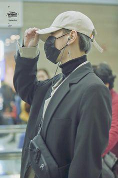 171130 Yugyeom at Incheon airport (heading to Hongkong) cr: 200percent_S2